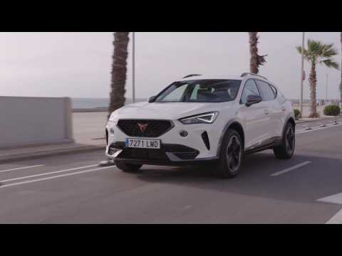 CUPRA Formentor 150 CV in Soft White Driving in the city