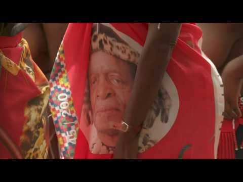 South Africans arrive to pay respects to longest-serving Zulu monarch