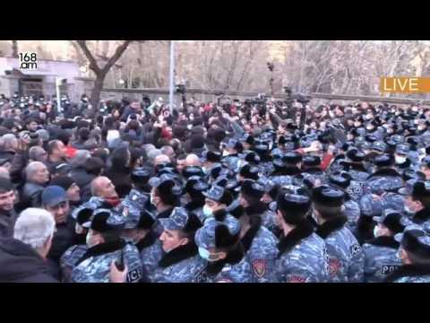 Armenian anti-government protesters blockade Parliament in Yerevan