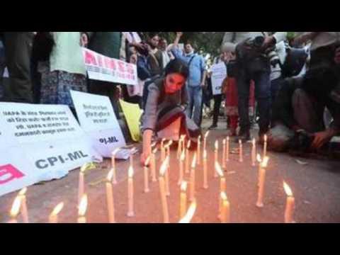 Candlelight vigil demands release of jailed activists in Delhi