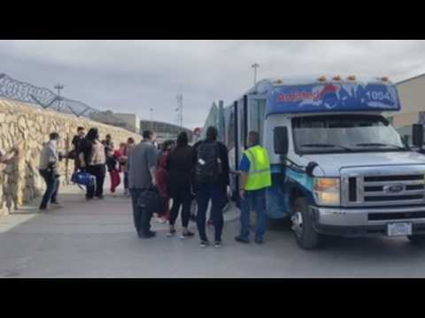 Migrants stranded on Mexican border crossing into US from 3 cities