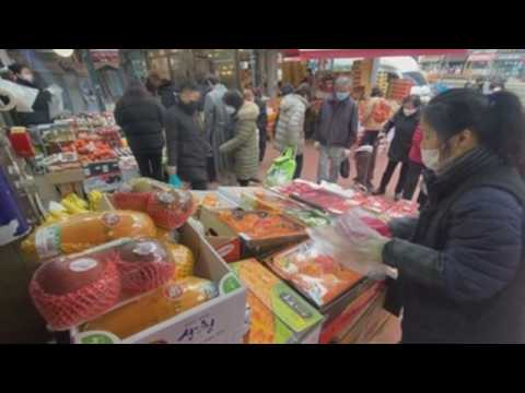 South Koreans rush to do last-minute shopping for Lunar New Year's holidays