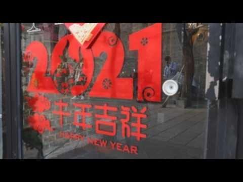 Beijing puts up decorations to welcome Lunar New Year