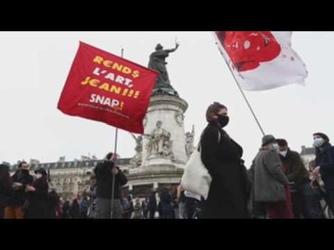 Workers from the French cultural sector ask for more financial support
