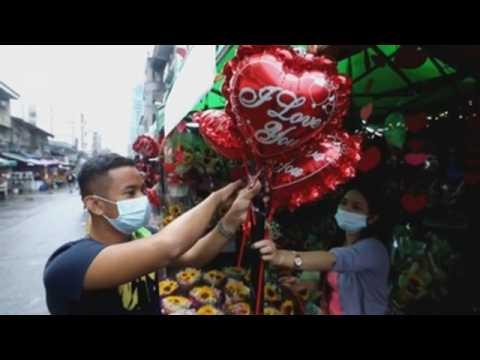 Philippines flower vendors prepare for Valentine's Day 2021