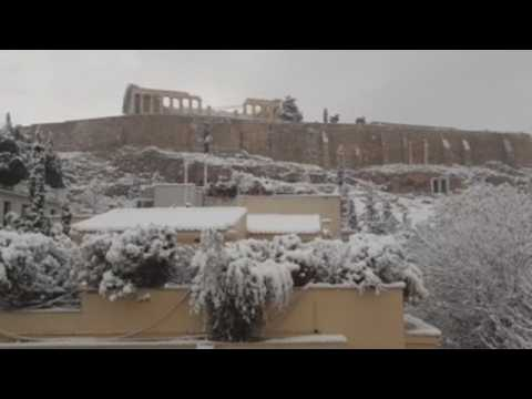 Heavy snow forces a day-long halt to vaccine program in Greece
