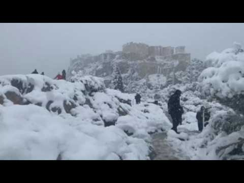 Medea continues to bring snow to Greek capital
