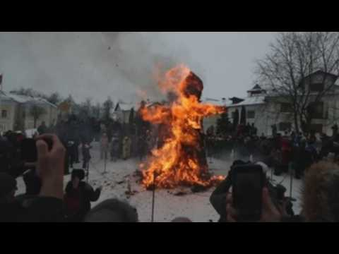 Traditional Maslenitsa festival takes place in Russia