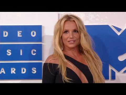 Britney Spears praised by family after checking into mental health facility