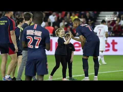 PSG - Monaco : les footballeurs rendent hommage à Notre-Dame