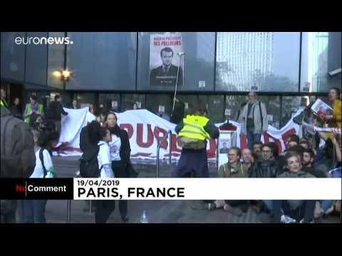 Des manifestants du climat bloquent l'accès aux multinationales françaises