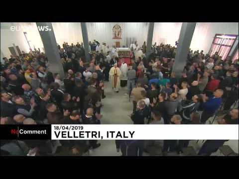 Le pape lave les pieds des prisonniers pour le jeudi Saint