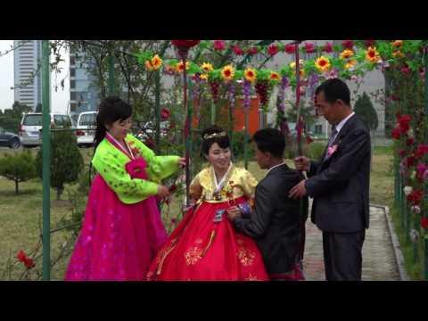 Wedding photos, North Korean style