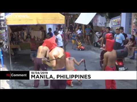 Rituel d'auto-flagellation pour le Jeudi saint aux Philippines