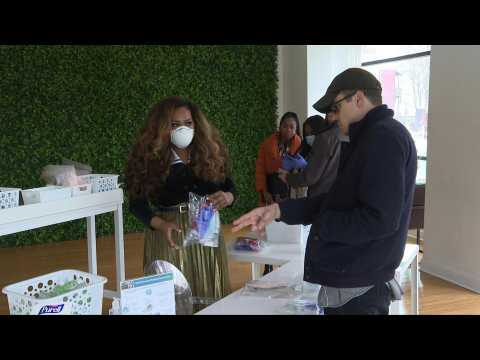 Coronavirus pop-up shop selling masks and sanitizer opens in Washington, DC