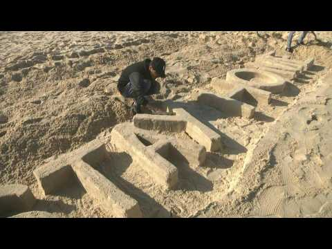 Coronavirus: Artist calls on Gazans to 'stay home' with sand sculpture