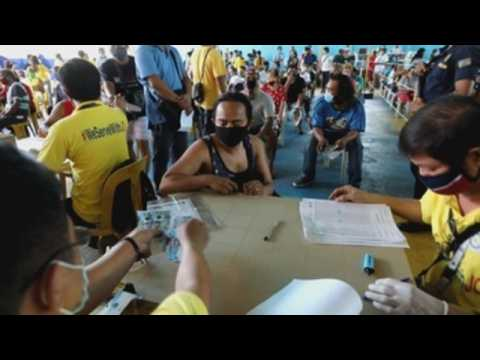 Vulnerable Filipinos in areas under lockdown receive covid-19 cash aid