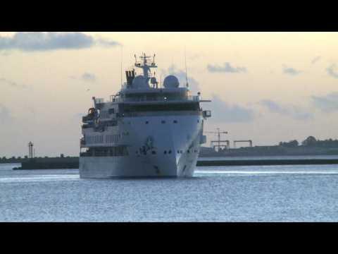 Virus-infected Australian cruise ship arrives at Montevideo port