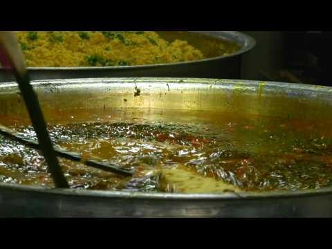 Coronavirus: Feeding the poor amid India's lockdown
