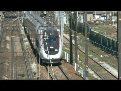 Coronavirus: Second train evacuating patients to Brittany departs from Paris
