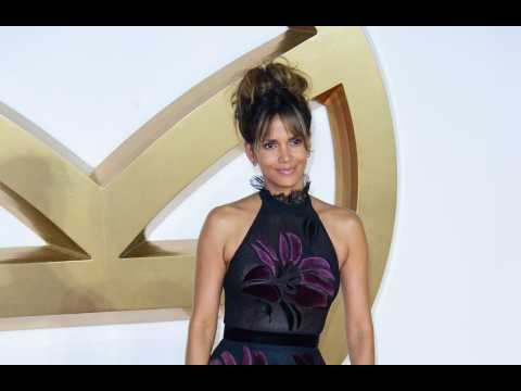 Halle Berry shaves daughter's hair