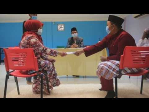 Muslim couples in Malaysia get married amid social distancing measures