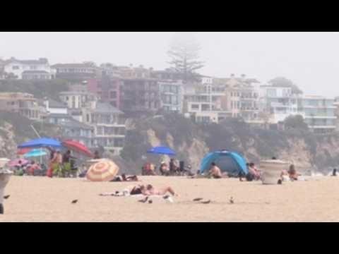 Some beaches in California full as US approaches 1 million coronavirus cases