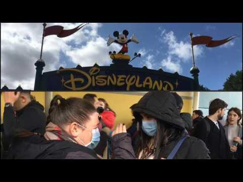 Coronavirus: Disneyland Paris welcomes last visitors before park closure