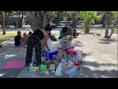 Cancun residents bring food, water to stranded tourists
