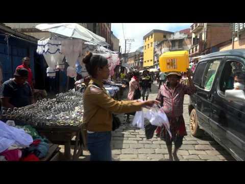 Coronavirus: masks, traditional remedies boom in Madagascar markets