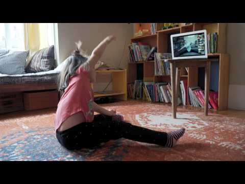 Californian kids take online yoga classes to stay healthy amid pandemic