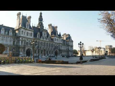 Coronavirus: Central Paris virtually deserted on 16th day of lockdown