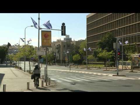 Coronavirus: Israel's Tel Aviv streets lie empty as Passover curfew begins