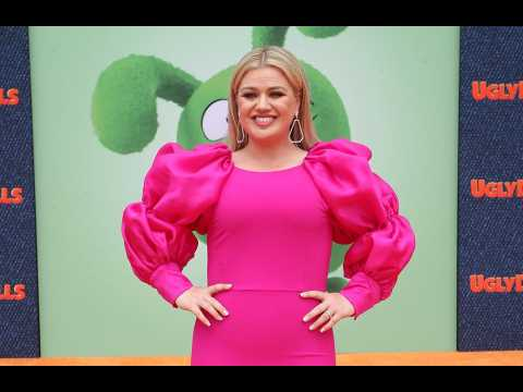 Kelly Clarkson postpones her Las Vegas residency
