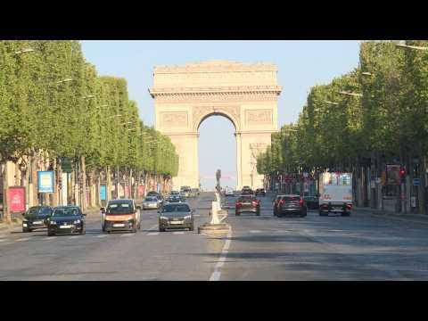 Covid-19: Paris's Champs-Elysées on day 35 of lockdown