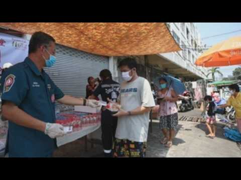Volunteers give free food to Bangkok's low-income community amid COVID-19 economic shutdown