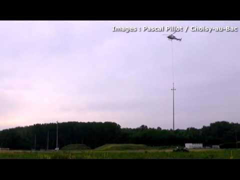 Insolite : l'éclairage du futur stade de Choisy-au-Bac aménagé par un hélicoptère