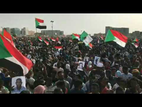 Hundreds rally in Sudan capital for protest 'martyrs' (2)
