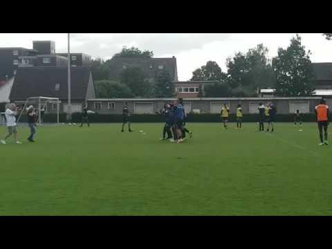 Le Sporting de Charleroi en stage à Kamen (Allemagne): la joie de l'équipe bleue