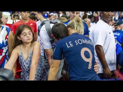 PHOTOS. Eugénie Le Sommer réconfortée par son fiancé Florian a...