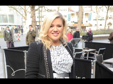 Kelly Clarkson amazed by song backlash