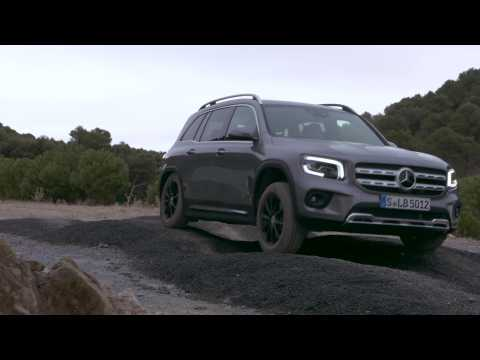 The new Mercedes-Benz GLB 200 d 4MATIC in Mountain gray Driving Video