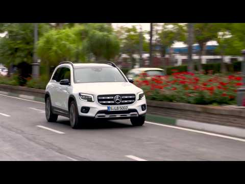 The new Mercedes-Benz GLB 250 4matic in White metallic Driving Video