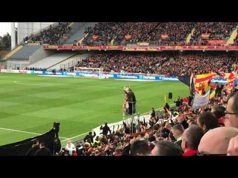 VIDEO: L'hommage du public lensois à Daniel Leclercq, vu de la tribune Marek