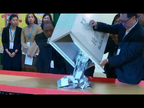 Vote counting begins in Hong King district elections