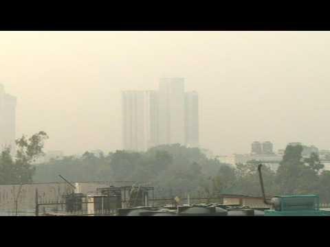 'Eye-burning' smog in Delhi
