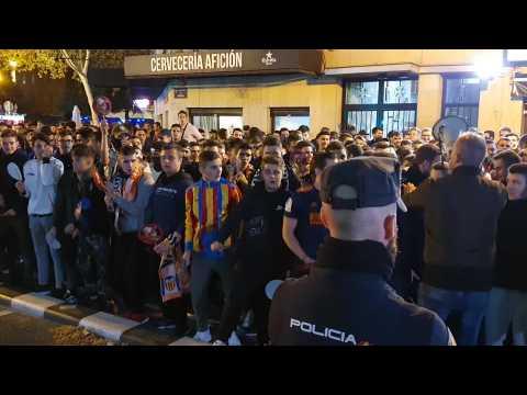 VIDEO: Les supporteurs de Valence s'expriment devant le stade avant le match