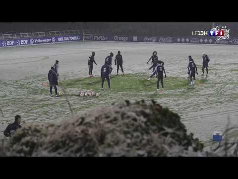 VIDEO: Les Bleus s'entraînent sous la neige à Clairefontaine