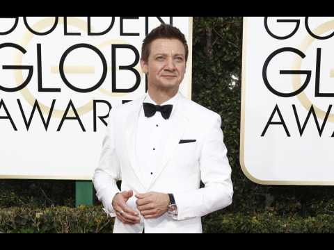 Jeremy Renner helps the homeless on Thanksgiving