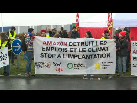 """Block Friday"": environmental activists protest outside Amazon warehouse in Douai"
